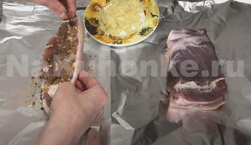 Натереть мясо специями