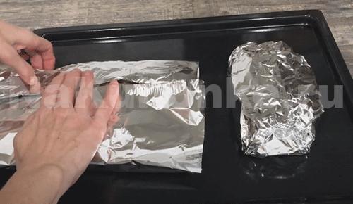Завернуть мясо в фольгу