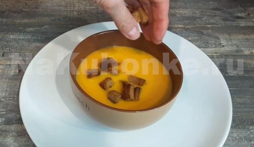 Добавление гренок в суп